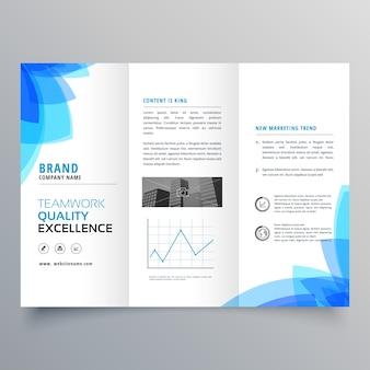 Driehoekige brochure sjabloon ontwerp met abstracte blauwe vormen