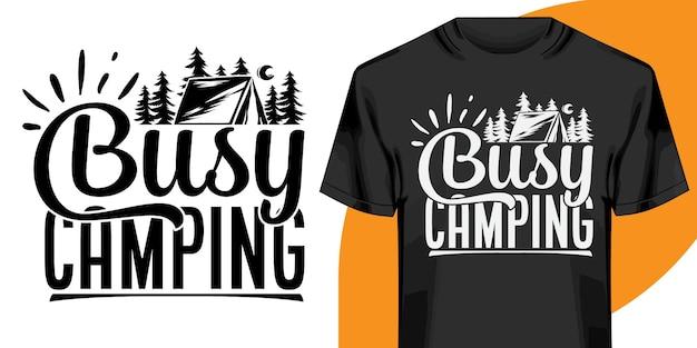 Drukke camping t-shirtontwerp