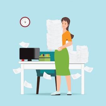 Drukke zakenvrouw bedrijf kantoor papier.
