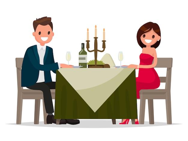 Echtpaar met diner bij kaarslicht. man en vrouw zitten aan de tafel.