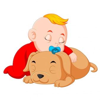 Een baby die kleine hond koestert