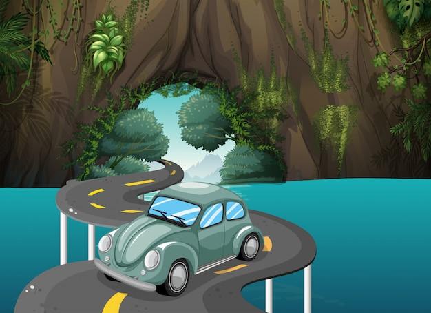 Een bochtweg die door de grot loopt