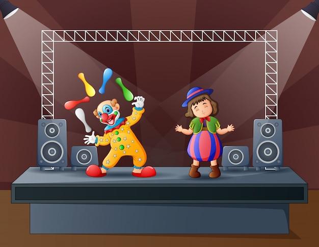 Een clownattracties op het podium