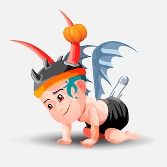Een demonische baby in een hoed met hoorns en een zwarte luier kruipt op de grond. kleine jongen gekleed voor halloween-feest.
