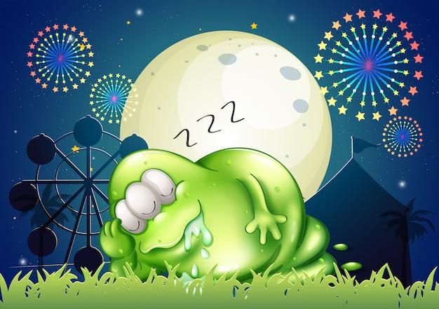Een dik monster dat op het carnaval slaapt