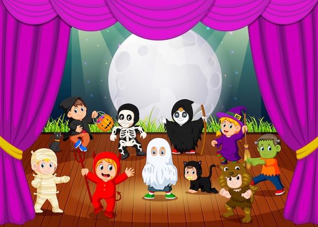 Een enge hallowen kostuumcollectie Premium Vector