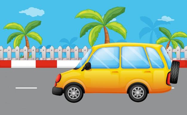 Een gele bestelwagen op de weg