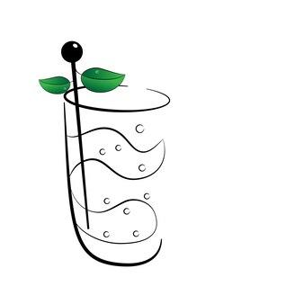 Een glaasje muntcocktail en muddler met bloemblaadjes mint