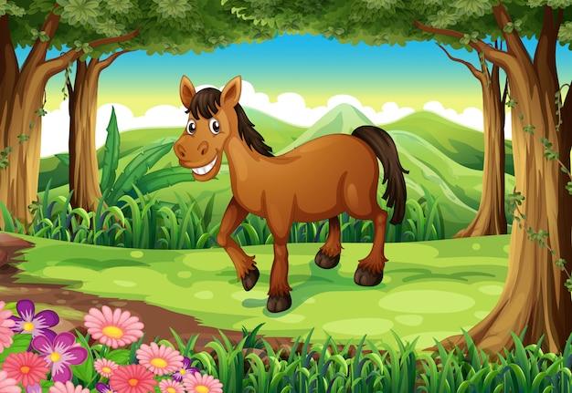 Een glimlachend bruin paard bij het bos