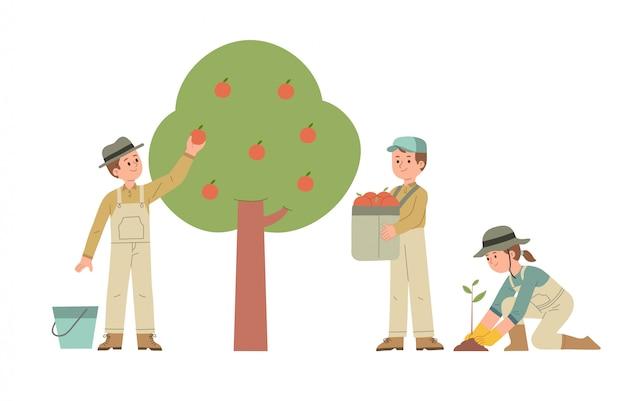 Een groep boeren die appels plukt en fruitzaden plant op de boerderij
