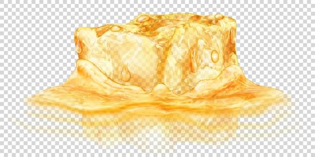 Een groot realistisch doorschijnend ijsblokje in gele kleur half ondergedompeld in water. geïsoleerd op transparante achtergrond. transparantie alleen in vectorformaat