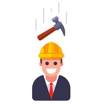Een hamer die op een persoon in een helm valt. platte vectorillustratie.