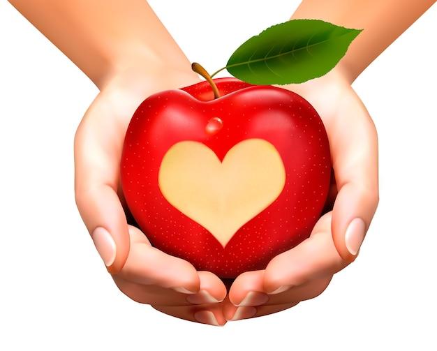 Een hart uitgehouwen in een appel.
