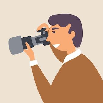 Een jonge man fotografeert met een spiegelreflexcamera in een natuurlijke omgeving
