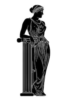Een jonge mooie slanke oude griekse vrouw in een tuniek staat naast een marmeren zuil en kijkt weg.