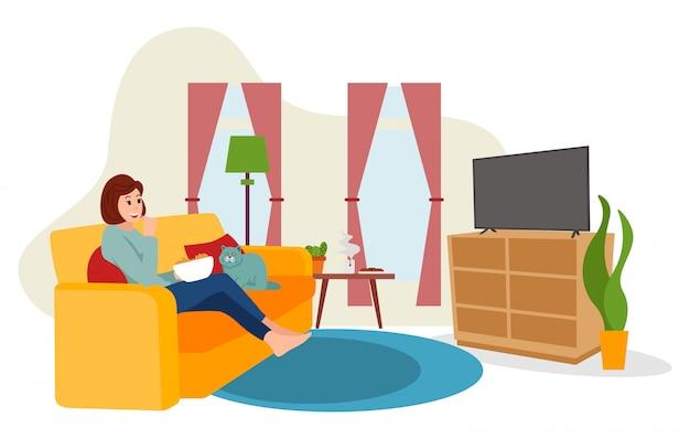 Een jonge vrouw werkt thuis en kijkt tijdens het bloedbad televisie vanwege het covid-19-virus