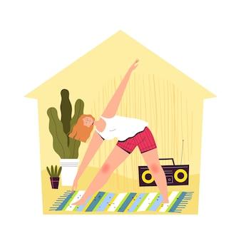 Een jonge vrouw zit thuis en beoefent yoga.