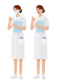 Een jonge vrouwenverpleegster die masker draagt dat duimen opgeeft