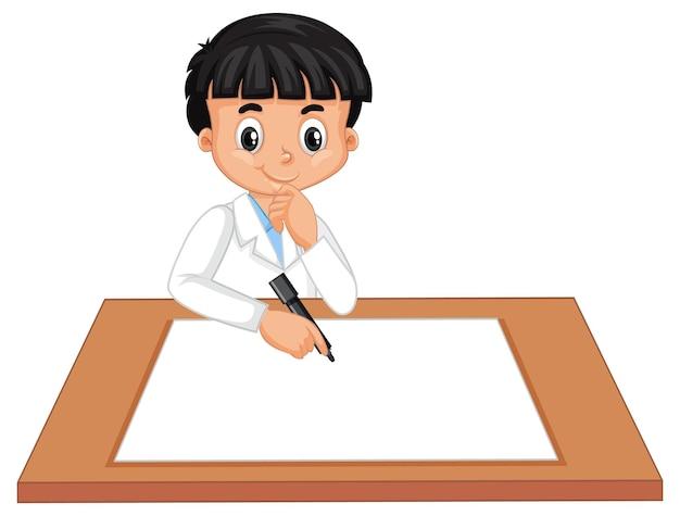 Een jongen die een wetenschapperstoga draagt met leeg papier op tafel