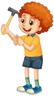 Een jongen met een hamer op een witte achtergrond