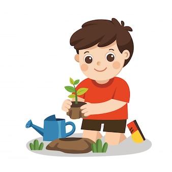 Een jongen plantte jonge bomen en gaf bloemen uit de gieter. red de aarde.