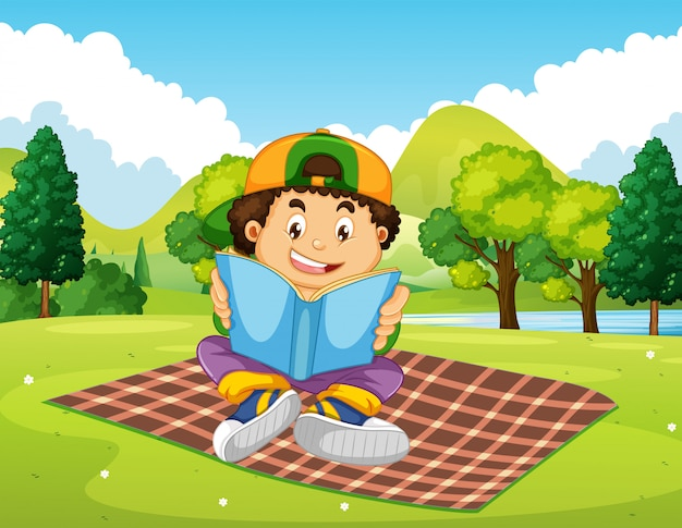 Een jongenslezingsboek in het park