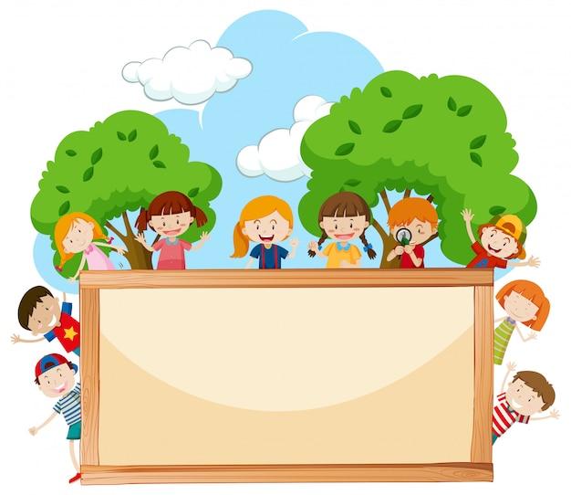 Een kaderbord met gelukkige kinderen