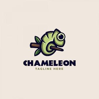 Een kameleon op een boomstam logo sjabloon. vector illustratie