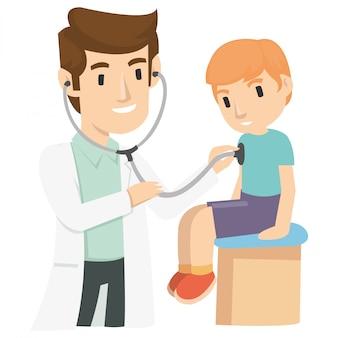 Een kinderarts gebruikt een stethoscoop om een kind te onderzoeken