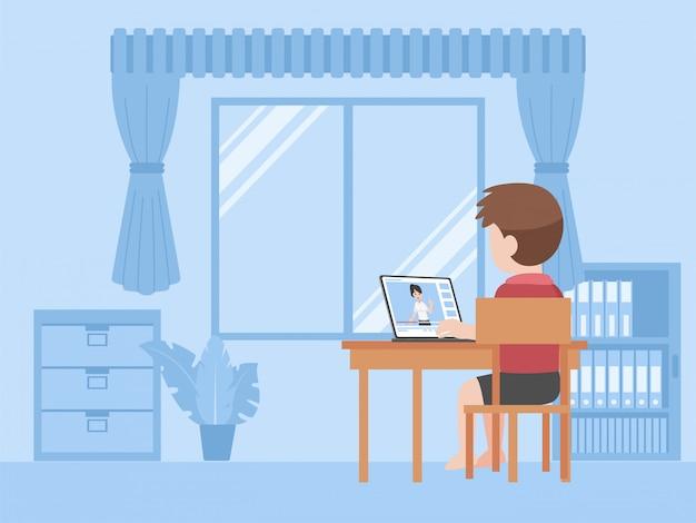 Een kleine jongen studeert lessen afstandsonderwijs thuis zelflerend.