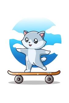 Een leuke en gelukkige kat op het skateboard