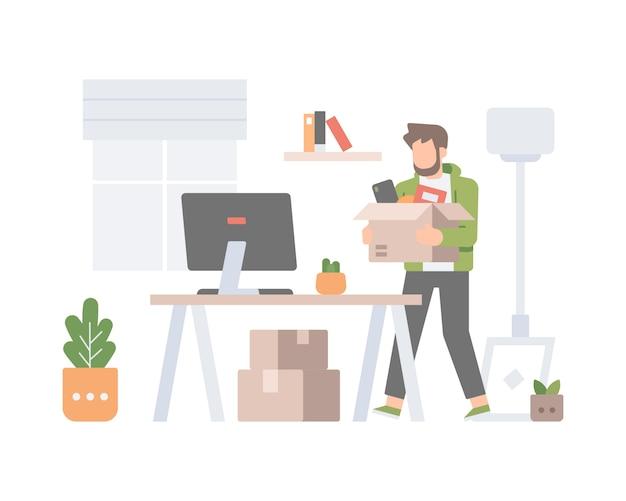Een man draagt een doos met goederen en ruimt zijn nieuwe kantoor thuis op