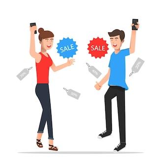 Een man en een vrouw zijn blij omdat ze korting krijgen in een online winkel