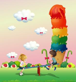 Een meisje en een jongen die in het park spelen met een gigantisch ijsje