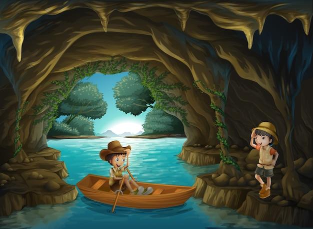 Een meisje en een jongen in de grot