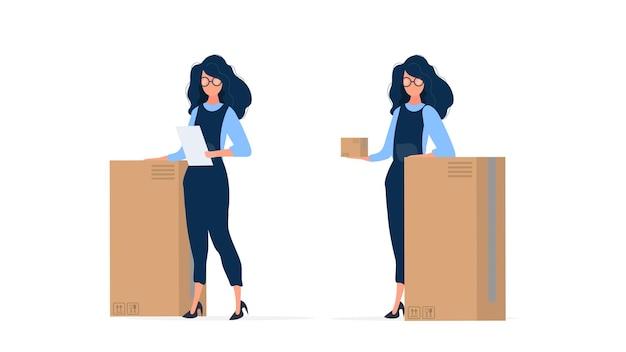 Een meisje in overall houdt een doos in haar handen. meisje met een grote kartonnen doos.