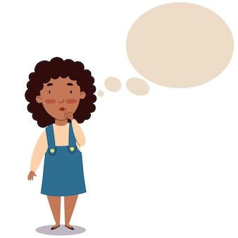 Een meisje met een donkere huidskleur en krullend haar in een zomerjurk. het kind denkt na over een idee.