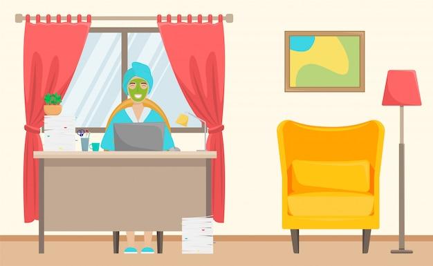 Een meisje met een handdoek op haar hoofd en een gezichtsmasker werkt vanuit huis. afstandswerk. freelance.