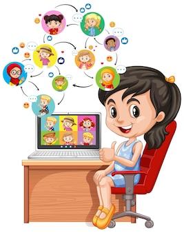 Een meisje met laptop op het bureau op wit