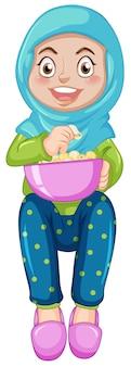 Een moslimmeisje dat popcorn eet