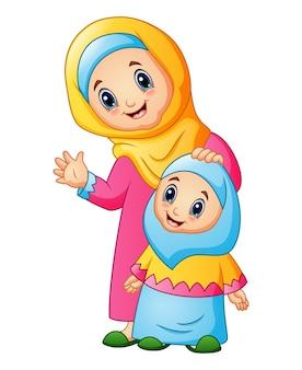 Een moslimvrouw houdt haar dochterhoofd en zwaaiende hand vast