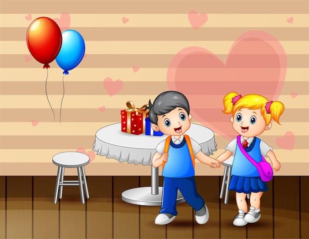 Een paar kinderen op valentijnsdag