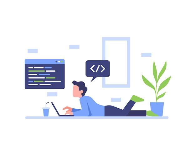 Een programmeur codeert terwijl hij op de vloer van het huis ligt