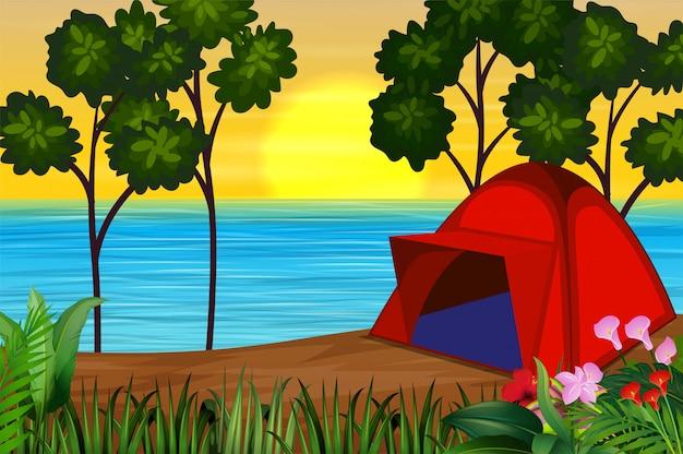 Een rode tent aan de rivier