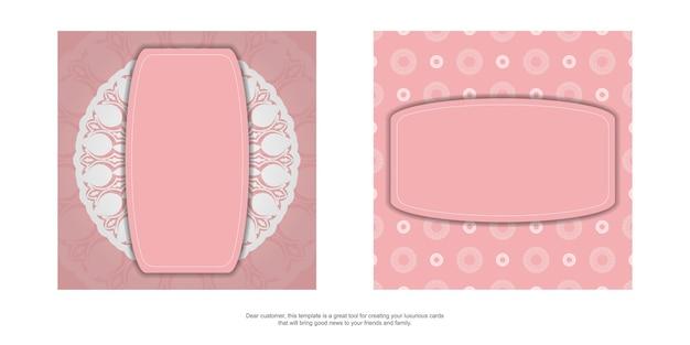 Een roze wenskaart met een vintage wit patroon is klaar om te printen.