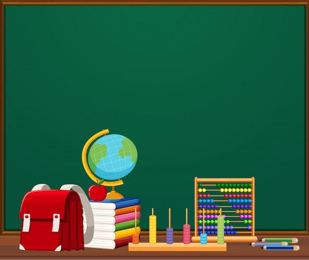 Een schoolbordsjabloon met objecten