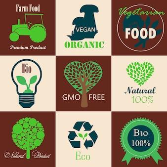 Een set logo's op veganisme ecologie boerderijproducten en biologische natuurlijke groenten en fruit flat