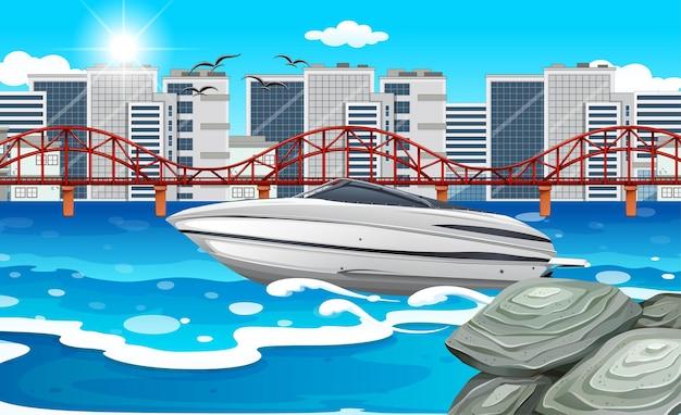 Een speedboot in de rivier met stadsgezicht