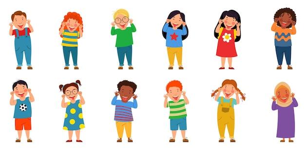 Een stel kinderen van verschillende nationaliteiten de jongens en meisjes staken hun tong uit