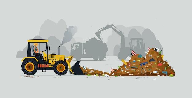 Een tractorchauffeur ploegt een hoop vuilnis